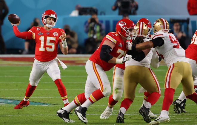Patrick Mahomes of the Kansas City Chiefs throws a pass against the San Francisco 49ers during the second quarter of Super Bowl LIV. (Getty Images)