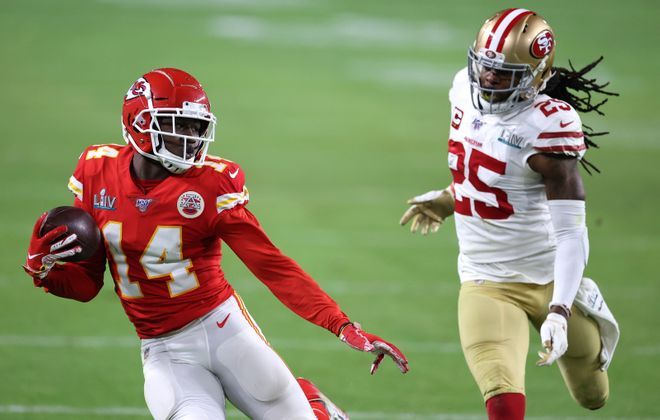Sammy Watkins of the Kansas City Chiefs runs with the ball after a reception against the San Francisco 49ers during the fourth quarter. (Getty Images)