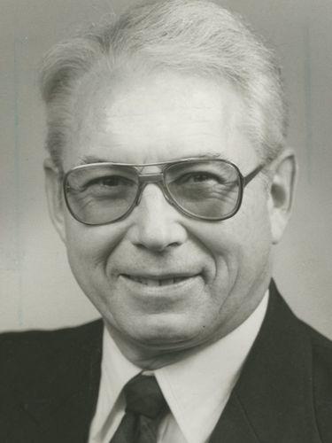 John E. Derbyshire, 92, spokesman for U.S. Army Corps of Engineers