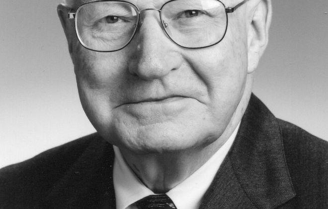 Thomas J. Hanifin Jr., 92, respected longtime lawyer was born into vaudeville