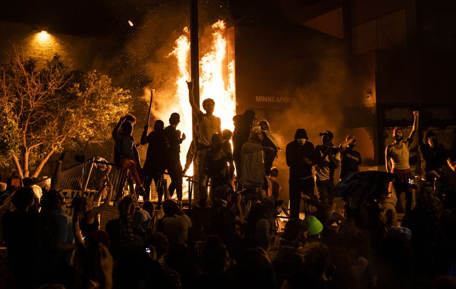 Protesters cheer as the Third Police Precinct burns behind them on May 28, 2020 in Minneapolis. (Getty Images)