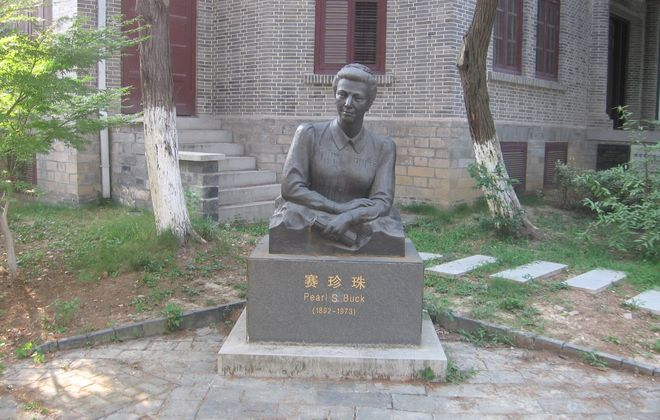 Statue of Pearl S. Buck at Nanjing University, China. (Photo by Zhou Guanhuai)