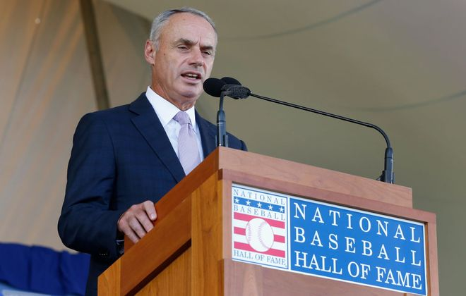 MLB commissioner Rob Manfred speaks during the Baseball Hall of Fame induction ceremony on July 29, 2018 in Cooperstown (Getty Images)