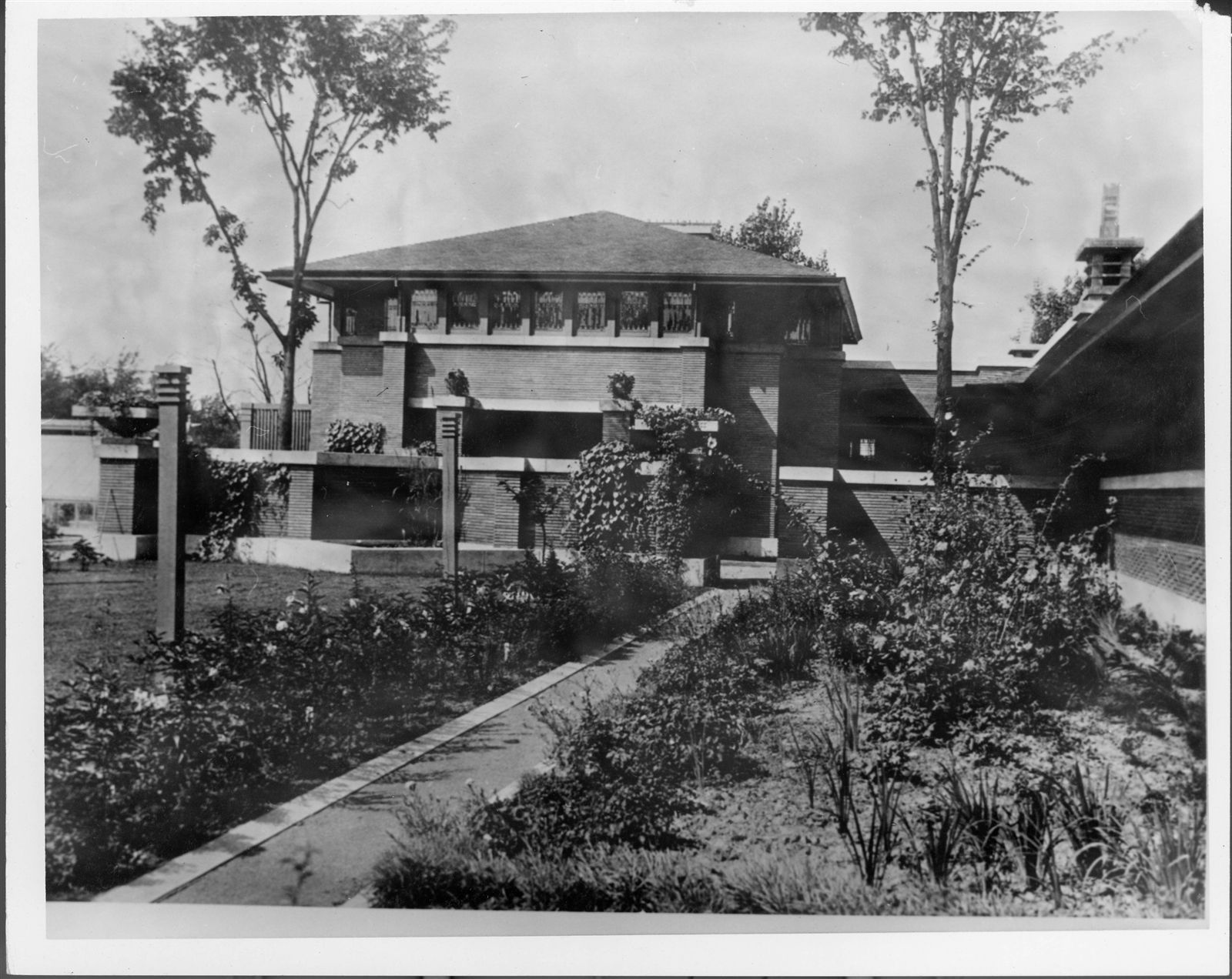 A photo of the courtyard, garage, conservatory and pergola, taken in 1906.