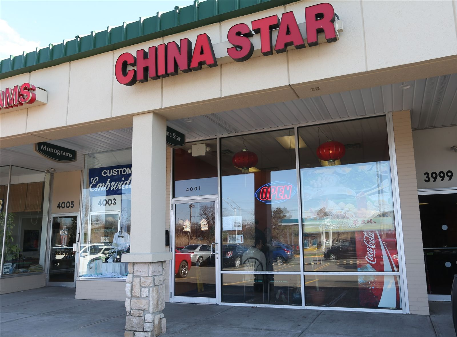 China Star restaurant is at 4001 Sheridan Drive in Amherst. Like the other restaurants listed here, it offers a Chinese-American menu with General Tso's chicken - and authentic Chinese cuisine. Sichuan specialist with Chinese hot pot, chicken with Chongqing style, smoked pork with sprouts of garlic (leeks), sour string beans with minced pork, dan dan noodle, cold cucumber with scallion sauce, sliced belly pork with garlic.