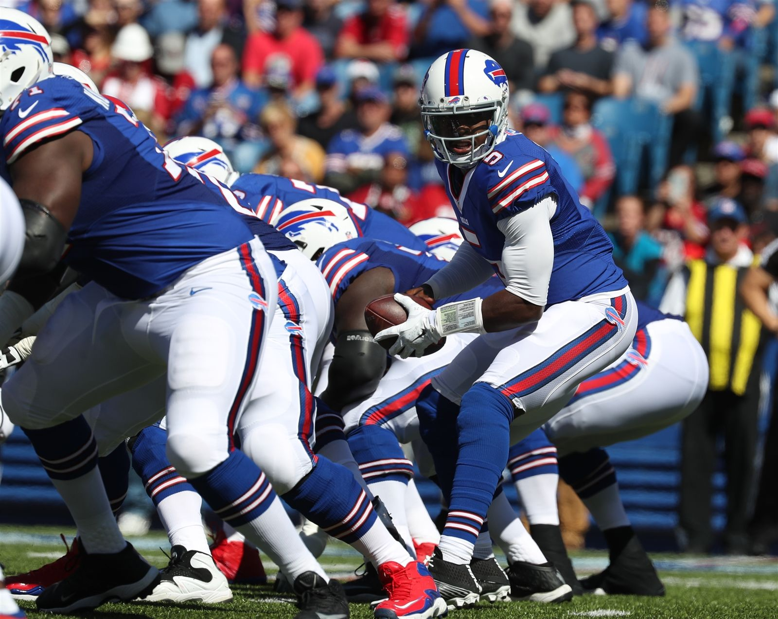 Buffalo Bills quarterback Tyrod Taylor takes a snap in the first quarter against the Arizona Cardinals.